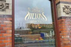Hilton Fönster